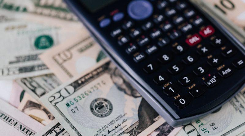 Un calculatrice et des argents